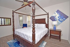 131 4 poster bed